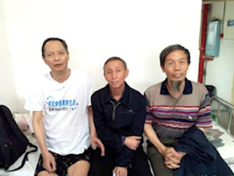 Leading dissident Li Wangyang (L), who died under strange circumstances in central China after being jailed for over 22 years following the 1989 Tiananmen democracy protests, poses with his friends in Hunan province in this handout picture by China Human Rights Defenders. AFP photo