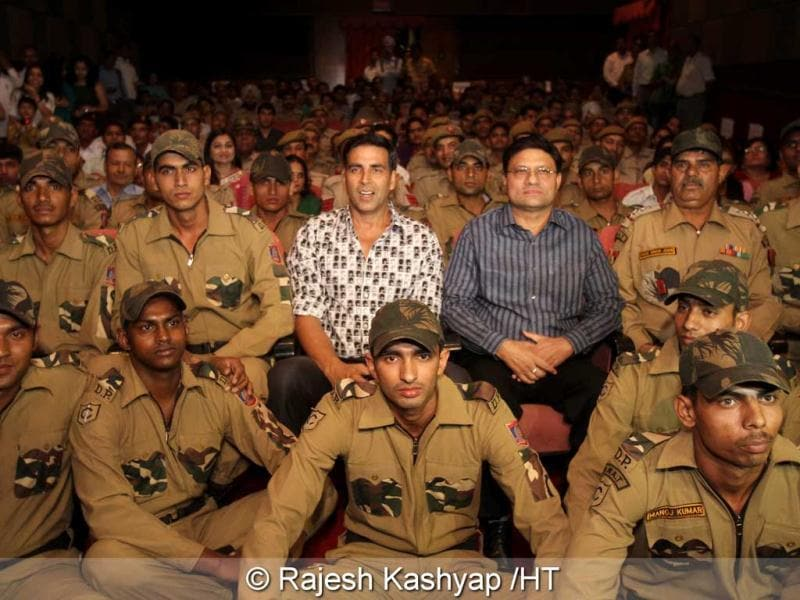 Akshay Kumar gave Delhi police a welcome break from their schedule as he sat with about 150 officials through a special screening of Rowdy Rathore for the cops and their families.
