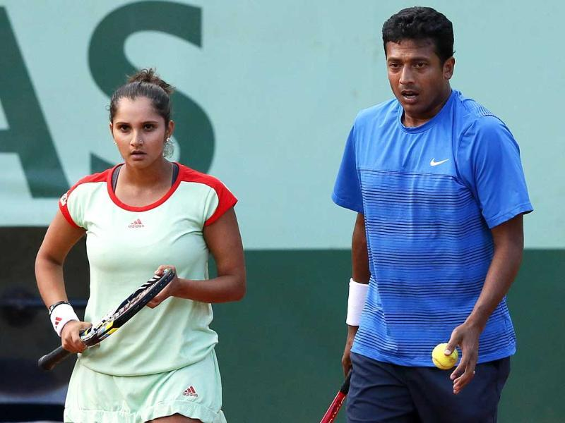 Sania Mirza and Mahesh Bhupathi (R) arrive to serve to Poland's Klaudia Jans-Ignacik and Mexico's Santiago Gonzalez during their Mixed Doubles final match of the French Open tournament at the Roland Garros stadium in Paris. AFP/Kenzo Tribouillard