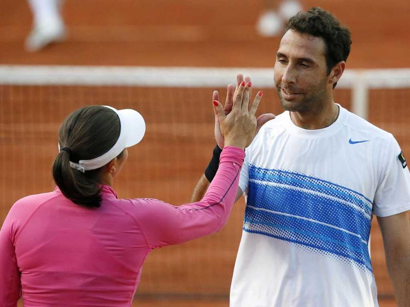 Poland's Klaudia Jans-Ignacik (L) and Mexico's Santiago Gonzalez celebrate after a point as they play against India's Sania Mirza and Mahesh Bhupathi during their mixed doubles final match of the French Open tennis tournament at the Roland Garros stadium in Paris. AFP/Kenzo Tribouillard