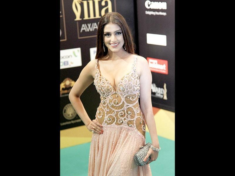 Aarti Chabria arrives on the green carpet for the IIFA Rocks! concert. (AP)