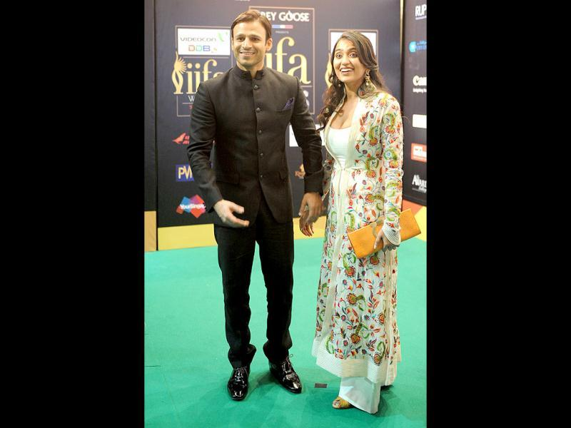 Vivek Oberoi with wifey.