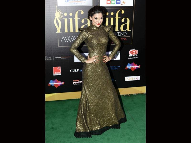 Clad in a bling gown, Gauhar Khan poses at the green carpet.