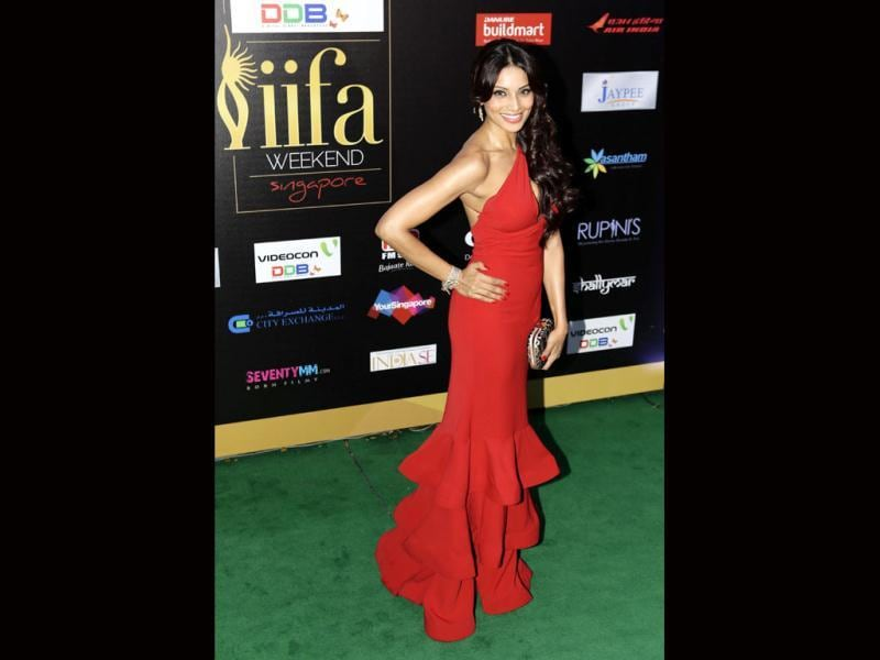 Haute B-Town actor Bipasha Basu smiles as she arrives at the green carpet for the IIFA Awards.