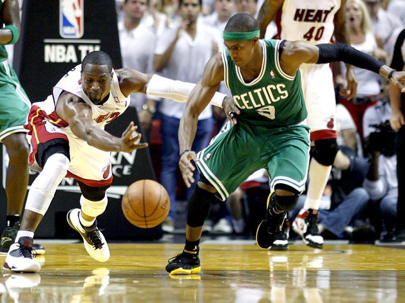 Miami Heat's Dwyane Wade fights for a loose ball with Boston Celtics' Rajon Rondo in the third quarter during Game 7 of their Eastern Conference Finals NBA basketball playoffs in Miami, Florida. (Reuters)