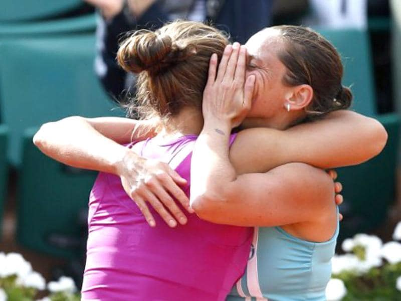 Italy's Sara Errani (L) and Italy's Roberta Vinci react after winning over Russia's Maria Kirilenko and Russia's Nadia Petrova during their Women's Doubles final tennis match of the French Open tennis tournament at the Roland Garros stadium in Paris. (AFP photo/Thomas Coex)