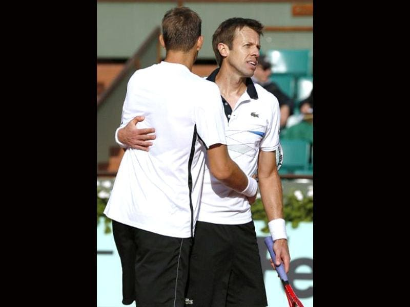 Belarus Max Mirnyi (L) and Canada's Daniel Nestor react after wining over US Bob Bryan and US Mike Bryan during Men's Doubles final tennis match of the French Open tennis tournament at the Roland Garros stadium in Paris. (AFP photo/Thomas Coex)