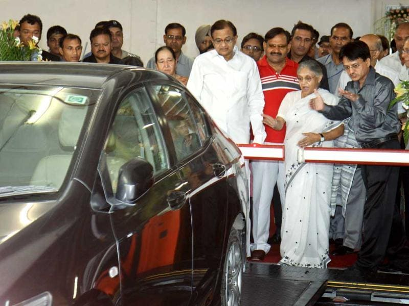 Home minister P Chidambaram, Delhi chief minister Sheila Dikshit, visit the Capitol point after the inauguration of Automated Multi Level Car Parking Capitol Point at Baba Kharak Singh Marg in New Delhi. HT/Sonu Mehta