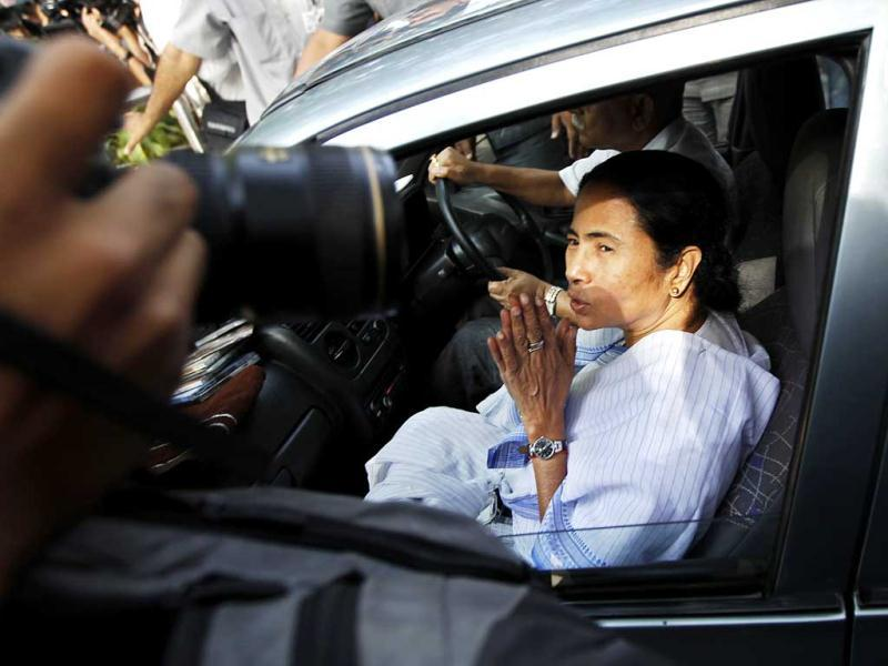Mamata Banerjee arrives for a meeting with UPA chairperson Sonia Gandhi at her residence in New Delhi. (HT Photo/Ajay Aggarwal)