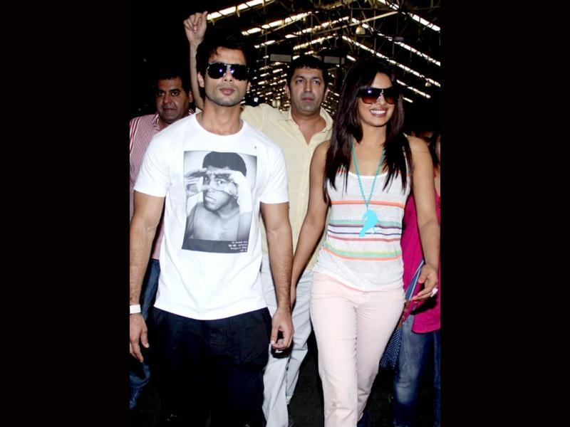 Shahid Kapoor and Priyanka look quite comfortable with each other.