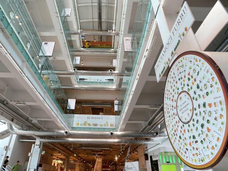 The entrance hall of the Eataly food emporium in Rome. AFP Photo/Alberto Pizzoli