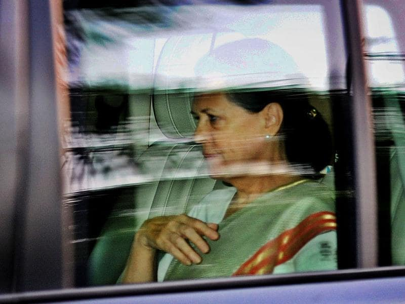 Sonia Gandhi leaves Prime Minister's house after the Cong Core Committee meeting. HT/Ajay Aggarwal