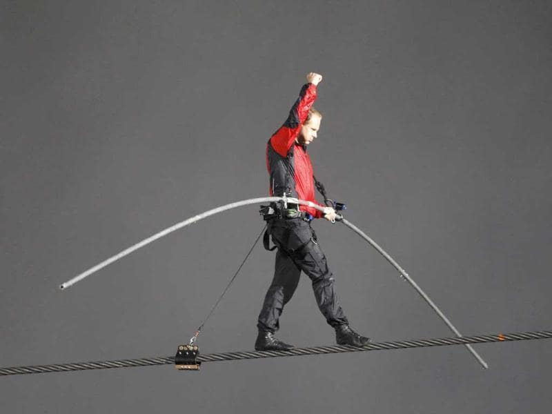Tightrope walker Nik Wallenda walks the high wire from the US side to the Canadian side over the Horseshoe Falls in Niagara, Ontario. Reuters/Mike Cassese