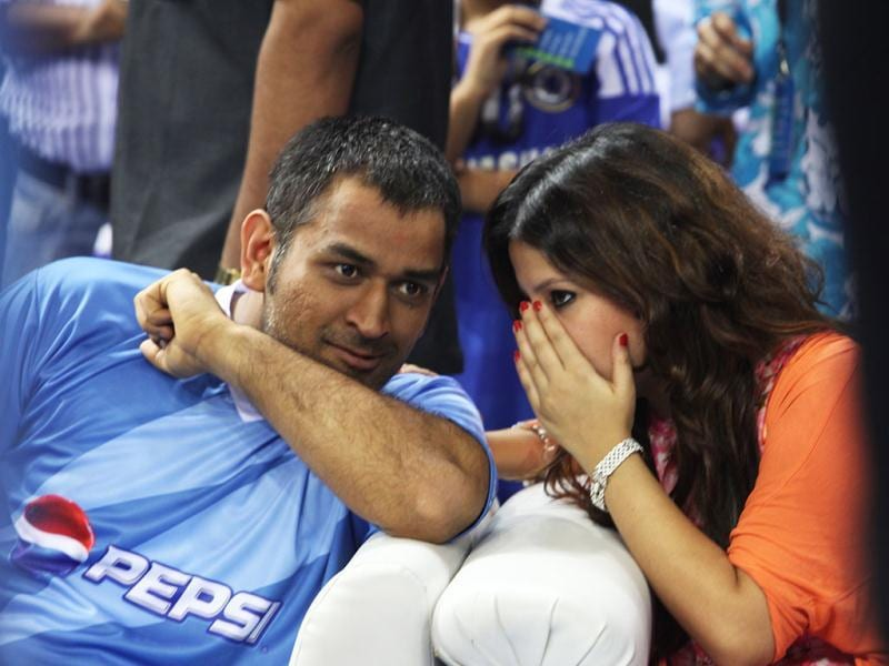 Sakshi whispers to hubby Dhoni at the event.