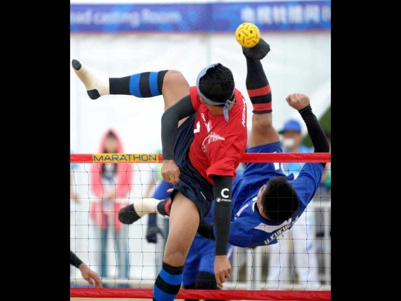 Indonesia's Hendra Pago tries to block a shot from Thailand's Uthen Kukheaw during their men's team Sepak Takraw match at the 3rd Asian Beach Games in Haiyang, China. As London prepares to welcome the world's top athletes at the Olympics, a little-known Chinese seaside town is hosting the champions of some rather more obscure sports at the Asian Beach Games. (AFP Photo)