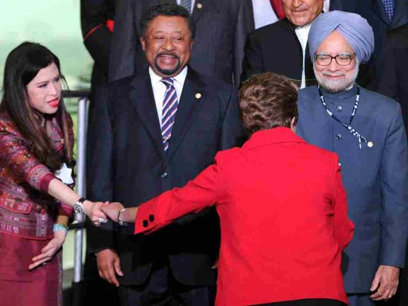 Brazil's President Dilma Rousseff (2nd R) greets the personal representative of His Majesty the King of Thailand Princess Chulabhorn Mahidol (L) and Manmohan Singh during the UN Conference on Sustainable Development Rio+20 family photo, in Rio de Janeiro, Brazil. AFP/Evaristo Sa