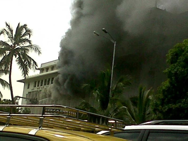 Massive fire breaks out at Mumbai Mantralaya. Courtesy: Twitter/@bas_kya