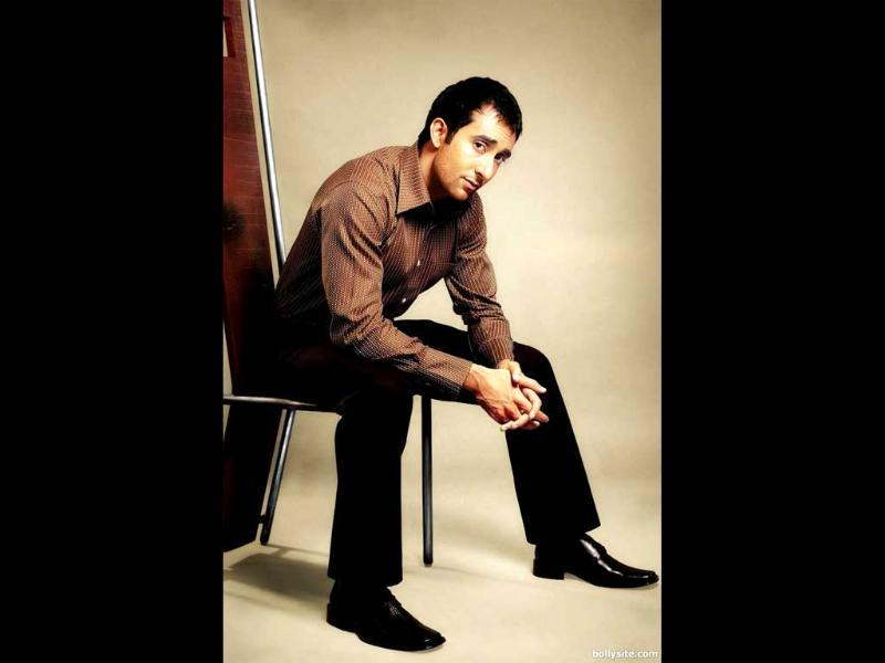 Rahul Khanna- The 40 year old actor is hot and available!