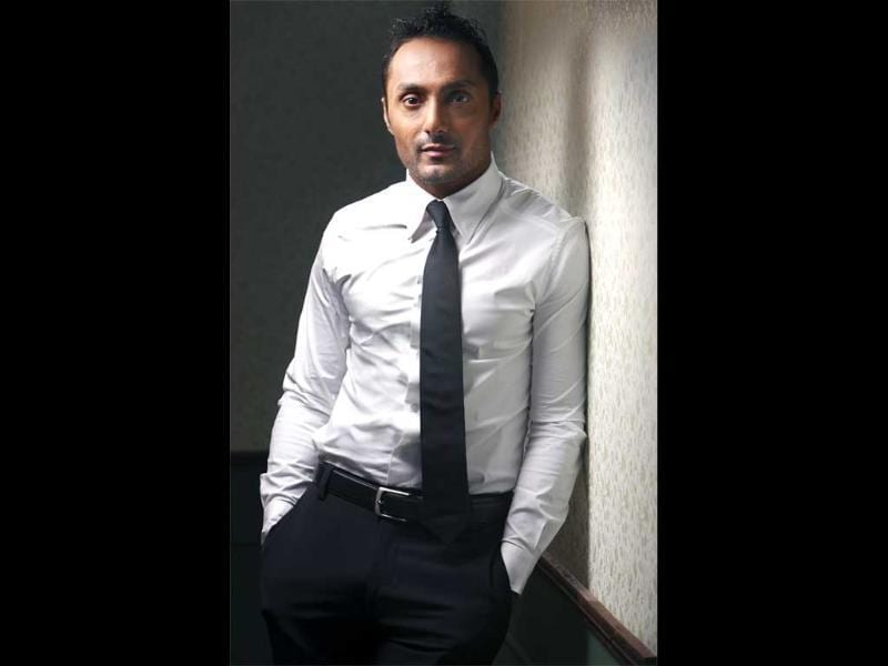 Rahul Bose- The 44 year old actor once dated Koel Poorie but has been single for a long time now.