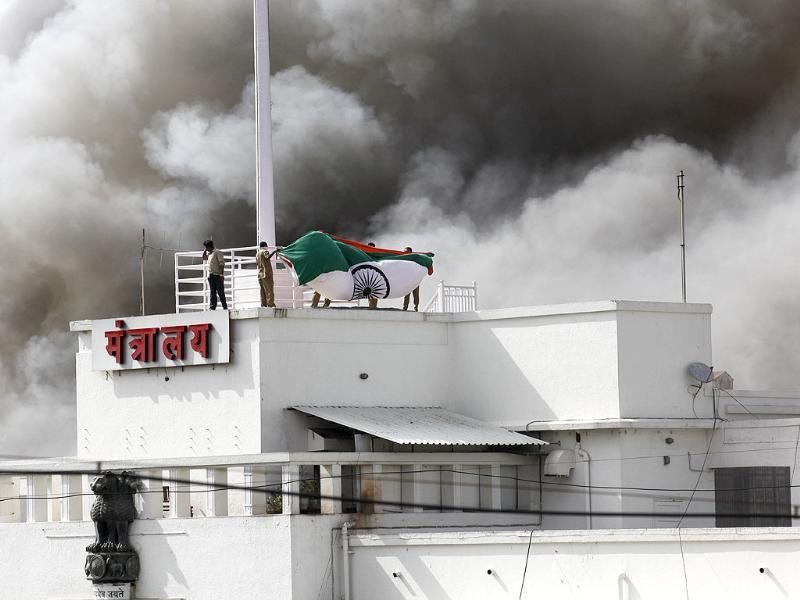 A major fire broke out at the Maharashtra state secretariat complex that houses offices of the chief minister, key ministers and top officials. HT/Vijayanand Gupta