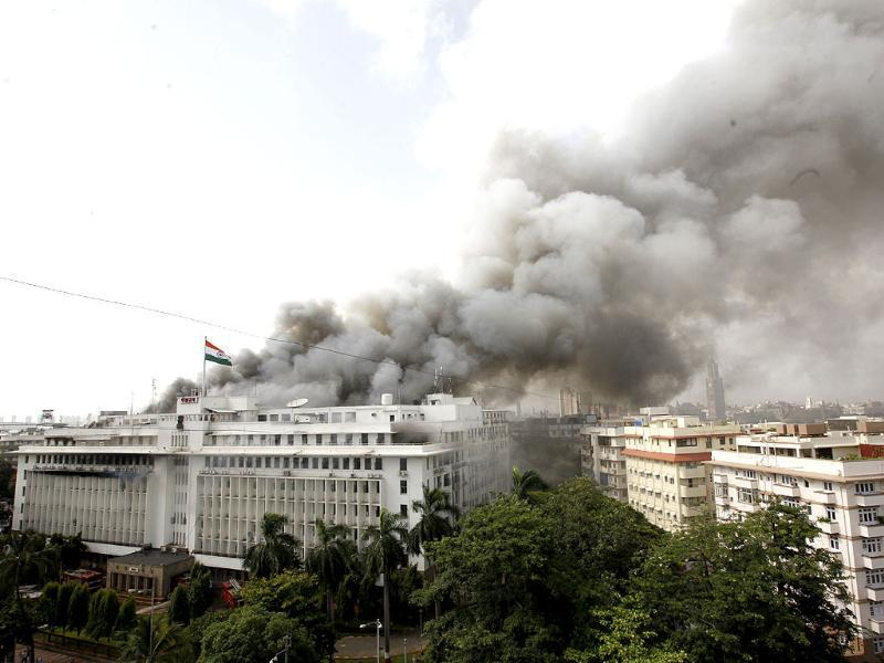 Fire in the Mantralaya building in Mumbai engulfed the 4th, 5th & 6th floors. HT/Vijayanand Gupta