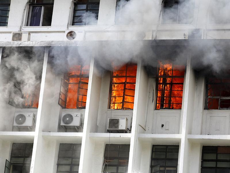 Fire looms out of the Mantralaya building in Mumbai. HT/Vijayanand Gupta