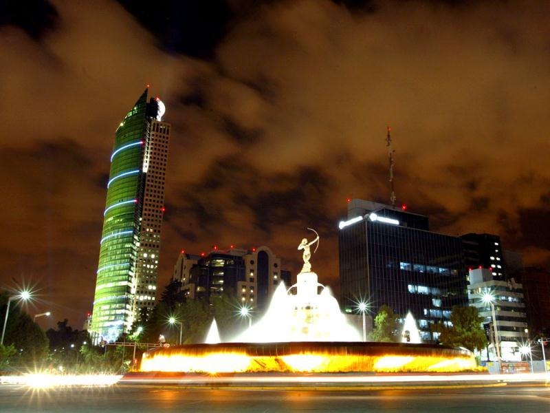 View of the Diana Cazadora Monument (C) and the new Torre Mayor skyscraper (L) on Mexico City's elegant Reforma Avenue. Reuters/Daniel Aguilar