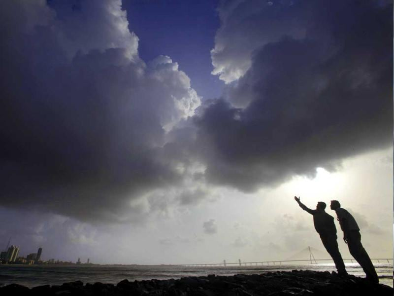 Men await the rain as the monsoon clouds hover over the city at Dadar, Mumbai. The India Meteorological Department (IMD) has forecast average rainfall for the whole June to September. Hindustan Times/Kalpak Pathak