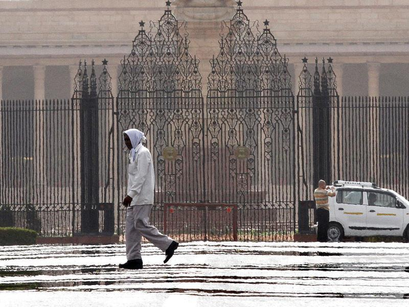 A mirage is seen in front of Rashtrapati Bhavan in New Delhi. HT/Arvind Yadav