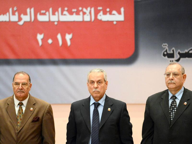 Faruq Sultan (C), head of the elections presidential committee, readies to speaks during a televised press conference where he announced the winner of the Egyptian presidential elections in Cairo. (AFP photo/Khaled Desouki)