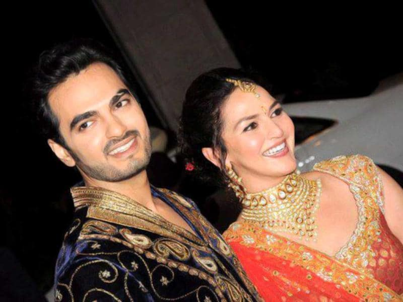 From her cousin Abhay Deol to friends Sohail Khan and Genelia D'Souza - actress Esha Deol and her fiance Bharat Takhtani's sangeet ceremony saw a lot of Bollywood celebrities.