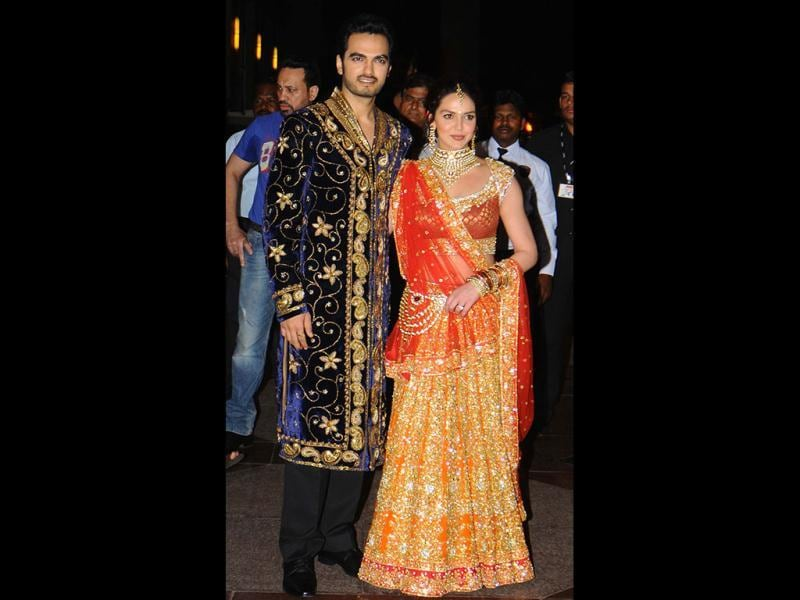 Esha was dressed in a orange-red heavily embroidered lehenga-choli by designer Rokcy S, while her beau flaunted a royal-blue embroidered sherwani. (HT/Amlan Dutta)