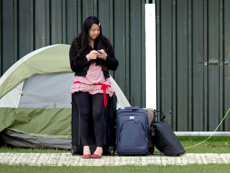 A tennis fan stands beside her tent as she queues for tickets to watch the action on the second day of the 2012 Wimbledon Championships tennis tournament at the All England Tennis Club in Wimbledon, southwest London. (AFP Photo)