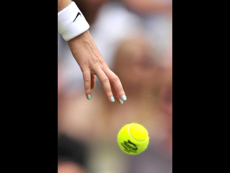 Close up of the hand of Czech Republic's Petra Kvitova bouncing the ball during her first round women's singles match against Uzbekistan's Akgul Amanmuradova on the second day of the 2012 Wimbledon Championships tennis tournament at the All England Tennis Club in Wimbledon, southwest London. (AFP Photo)