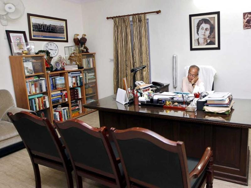 Pranab Mukherjee in his home after his resignation as finance minister, in New Delhi. HT/Ajay Aggarwal
