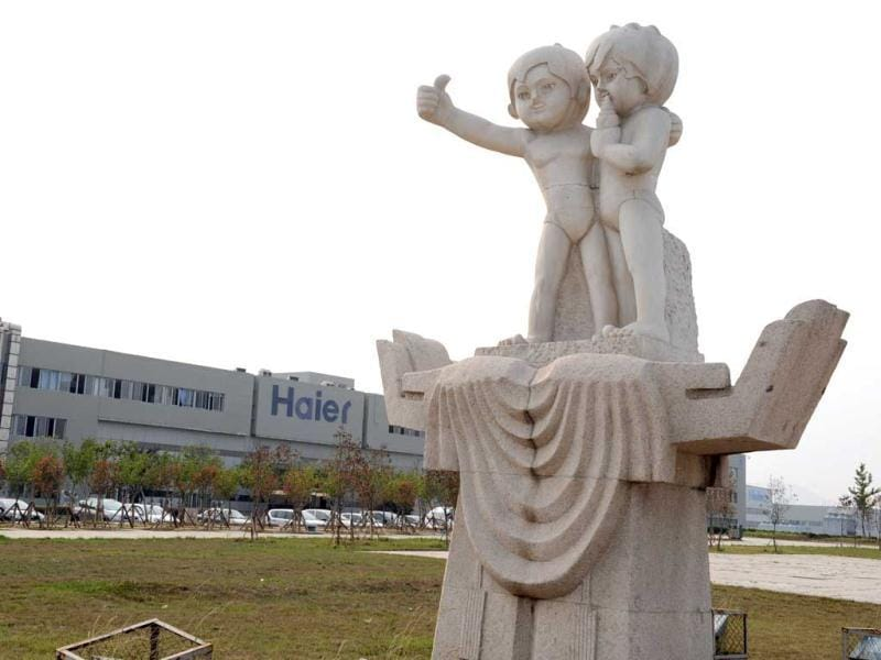This photo shows a statue of the company logo outside the Haier factory in Qingdao, northeast China's Shandong province. Haier, the world's largest producer of refrigerators and washing machines and one of the few Chinese brands well recognized beyond China's borders, wants to get rid of the poor