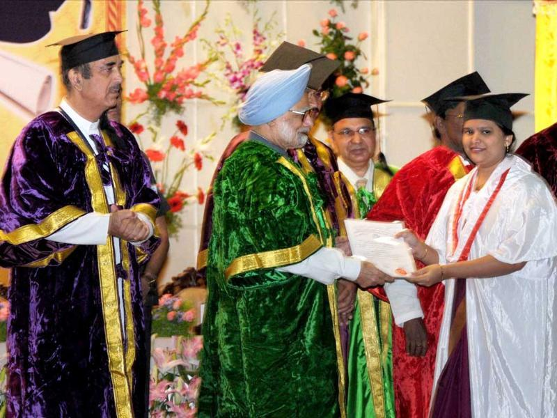 Prime Minister Manmohan Singh presents degree to a student at the 3rd Convocation in Jawaharlal Institute of Post graduate Medical Education and Research in Puducherry. PTI