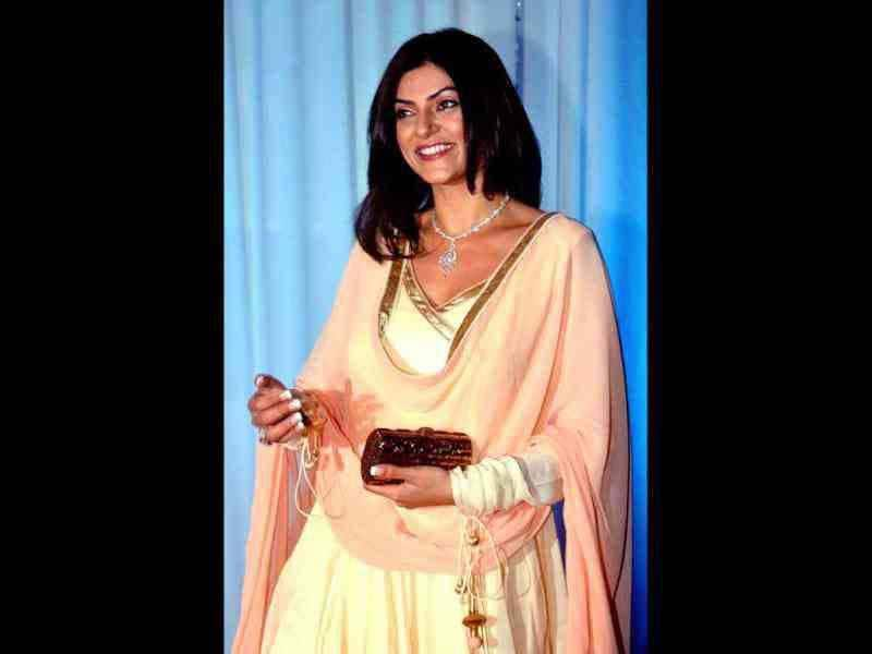 Sushmita Sen looked stunning in an off-white and peach Anarkali suit.