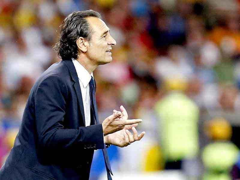 Italy coach Cesare Prandelli gestures during the Euro 2012 soccer championship final between Spain and Italy in Kiev, Ukraine. (AP Photo/Jon Super)