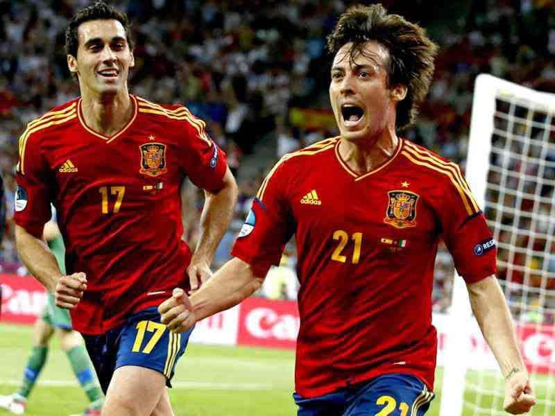 Spain's David Silva (R) celebrates flanked by his teammate Alvaro Arbeloa after scoring during the Euro 2012 soccer championship final between Spain and Italy in Kiev, Ukraine. (AP Photo/Jon Super)
