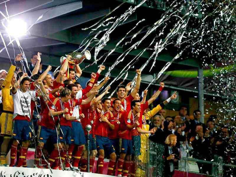 Spain's national soccer players celebrate with the trophy after defeating Italy to win the Euro 2012 final at the Olympic stadium in Kiev.  REUTERS