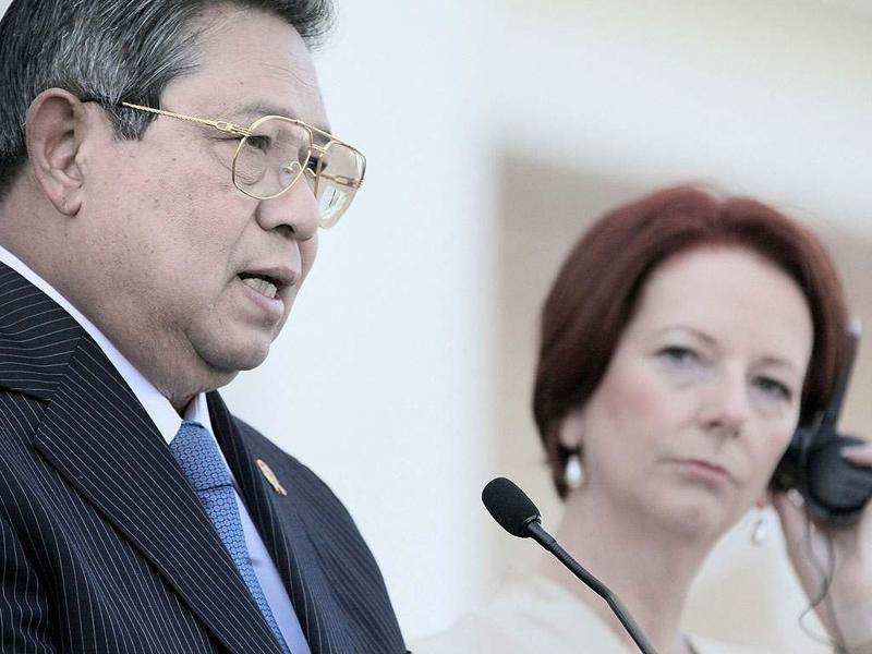 Australian Prime Minister Julia Gillard (R) listens as Indonesian President Susilo Bambang Yudhoyono speaks during a press conference at the Northern Territory Parliament House in Darwin. Yudhoyono arrived in Australia as a political storm over people-smuggling raged, with the