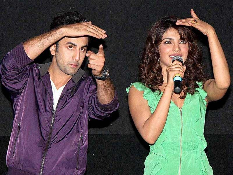 Ranbir and Priyanka gesture towards the audience together and their chemistry is only too palpable in the promo of Barfi! as well.