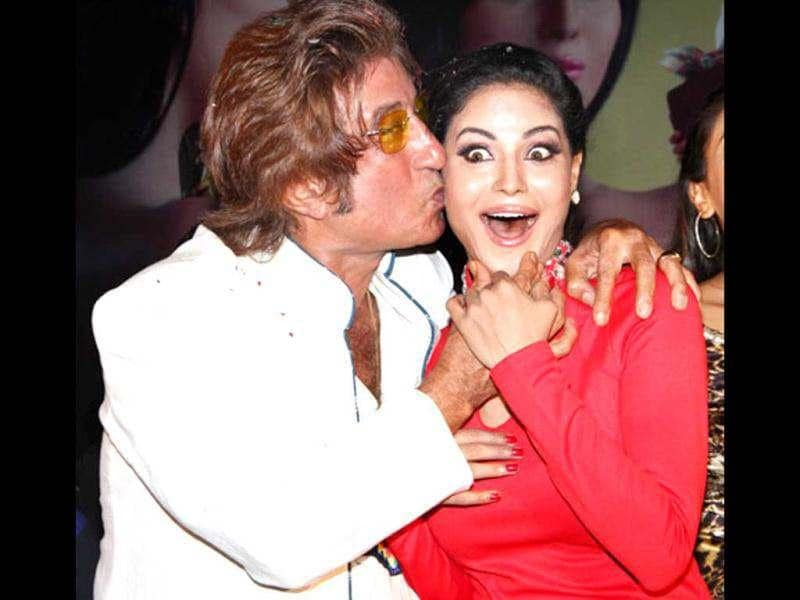 Shakti Kapoor planted a kiss on co-star Veena Malik's cheek for Daal Mein Kuch Kaala Hai promotions.