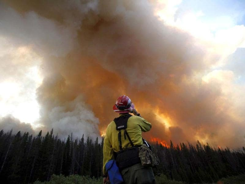 A firefighter watches a burnout operation on the north flank of the Fontenelle Fire outside Big Piney, Wyoming. REUTERS/Jim Urquhart