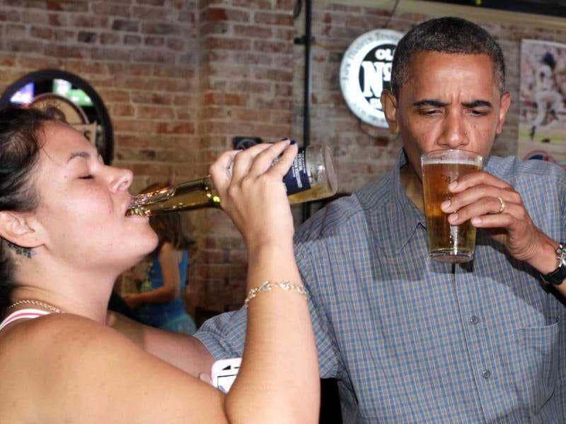 US President Barack Obama enjoys a beer with Jennifer Klanac at Ziggy's Pub in Amherst, Ohio July 5, 2012. Obama is on a two-day campaign bus tour of Ohio and Pennsylvania. Reuters/Kevin Lamarque