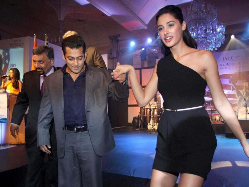 Here Salman Khan is seen escorting Nargis Fakhri from the stage.