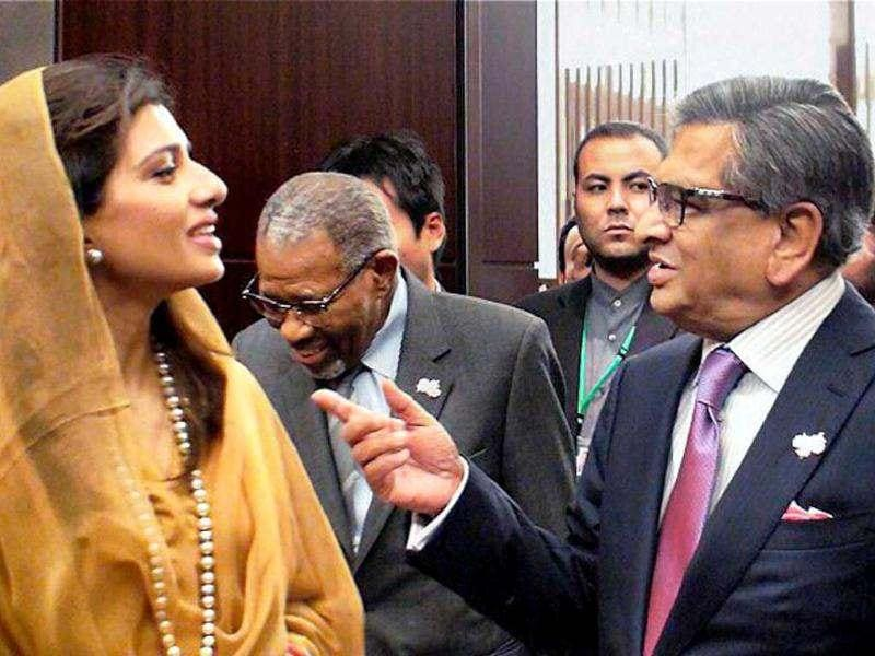 Foreign minister SM Krishna with his Pakistani counterpart Hina Rabbani Khar during the sidelines of International Conference on Afghansitan in Tokyo. PTI photo