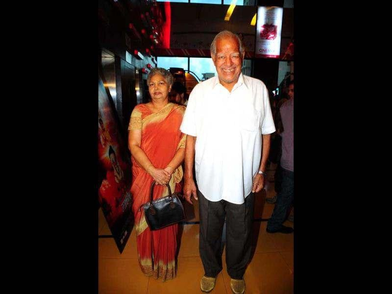 Dara Singh with his wife at the movie premiere of Maruti Mera Dost at Cinemax, Versova (HT/Amlan Dutta)