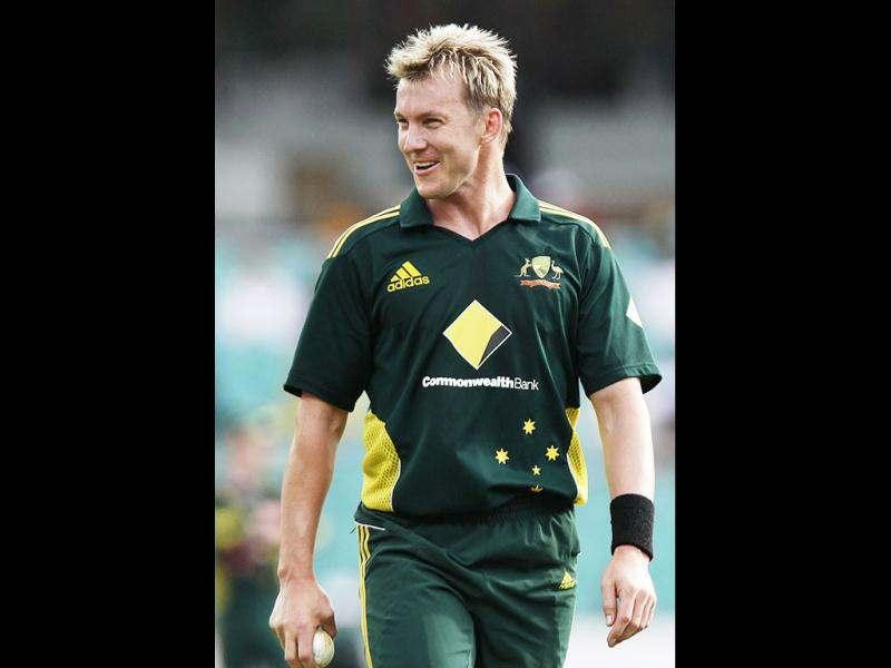 This file picture taken on January 23, 2011 shows Brett Lee of Australia holding the ball during the One Day International (ODI) cricket match against Engand at the Sydney Cricket Ground (SCG) in Sydney. Australian pace bowler Brett Lee announced his retirement from international cricket after a 13-year career, saying his body and mind were no longer up to the stresses of touring. AFP PHOTO / Krystle WRIGHT